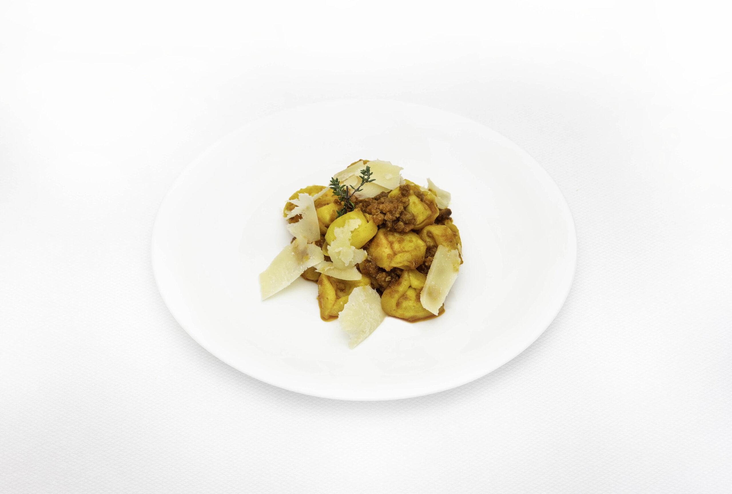 Pastifico-La-Fenice-pastificio-Cesenatico-pasta-fresca-pasta-surgelata-pasta-artigianale-Emilia-Romagna-cappelletti-al-formaggio-con-ragu-romagnolo