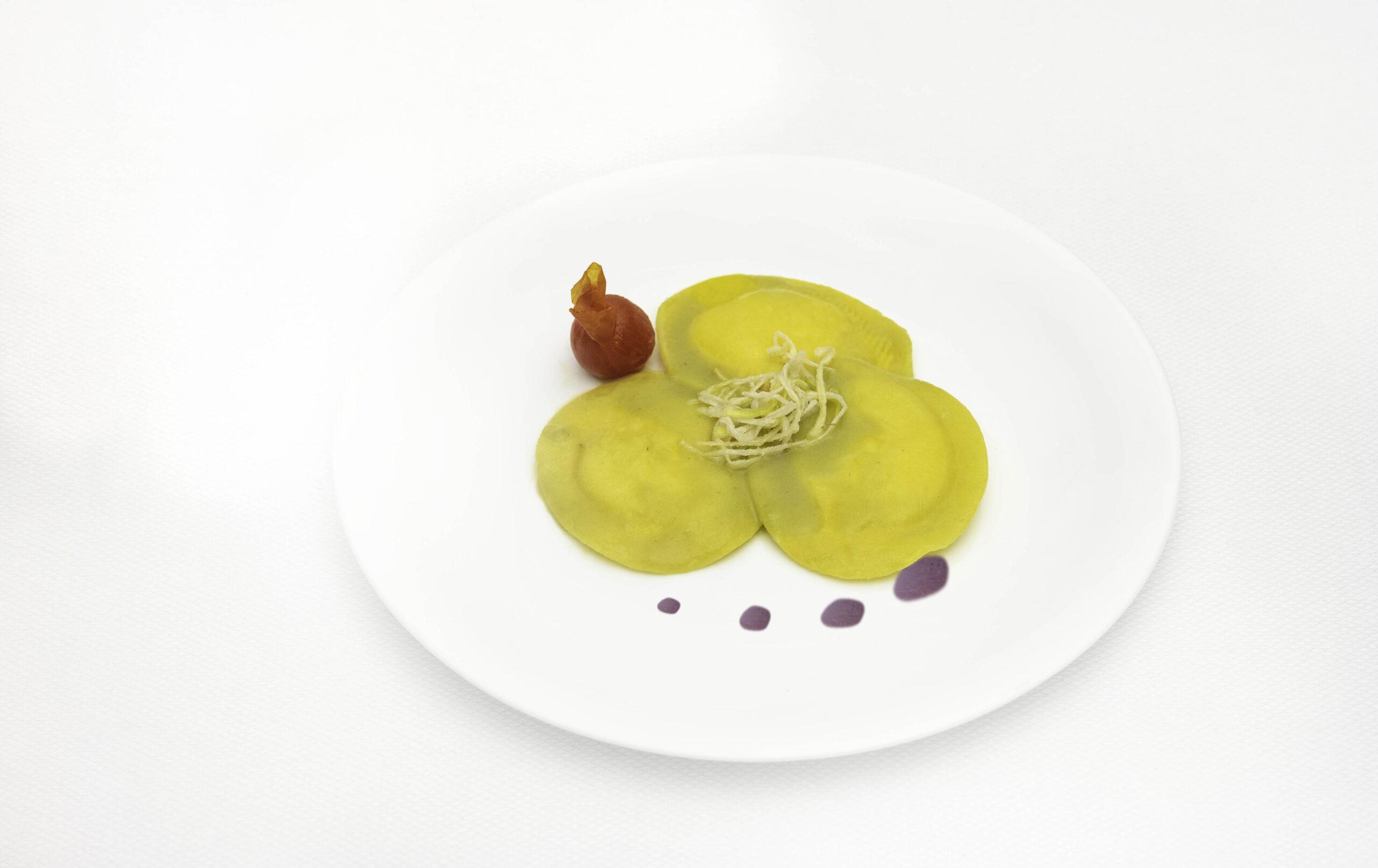 Pastifico-La-Fenice-pastificio-Cesenatico-pasta-fresca-pasta-surgelata-pasta-artigianale-Emilia-Romagna-panzotti-di-burrata-con-vellutata-di-porri-e-patate-viola