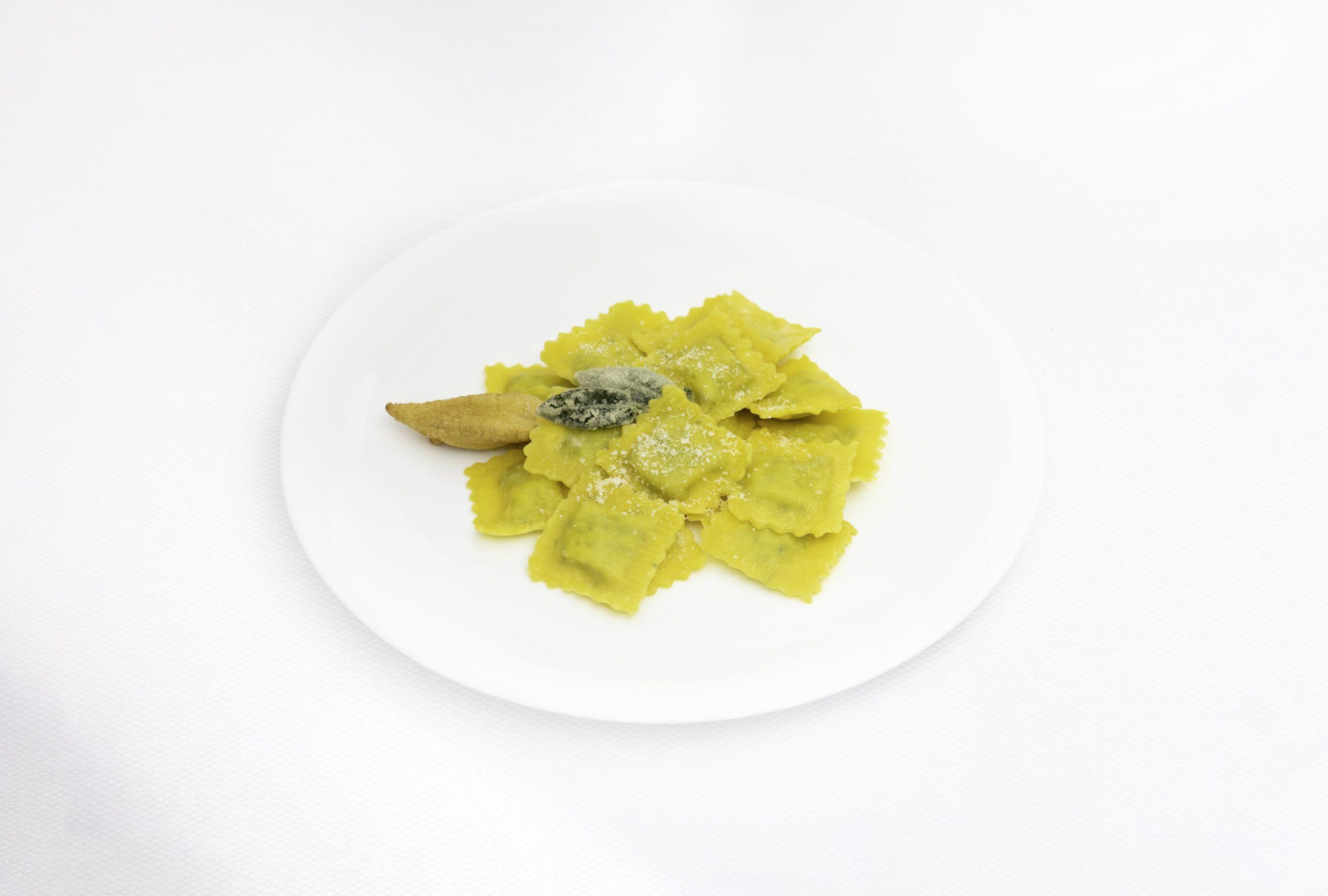 Pastifico-La-Fenice-pastificio-Cesenatico-pasta-fresca-pasta-surgelata-pasta-artigianale-Emilia-Romagna_ravioli-ricotta-spinaci-burro-salvia